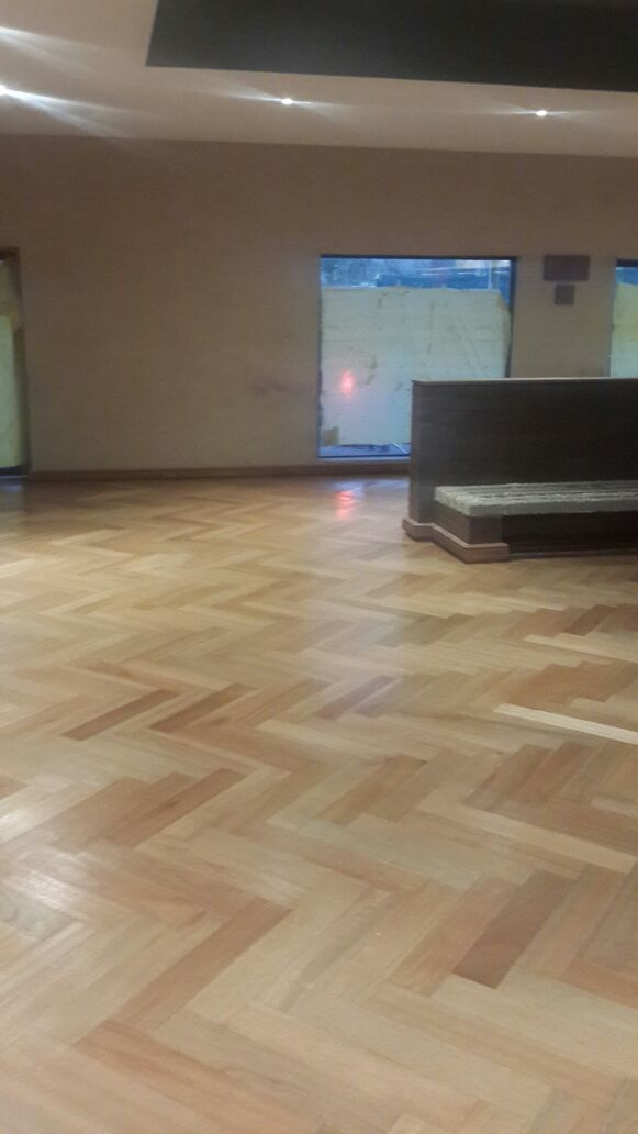 solid-herringbone-wooden-flooring
